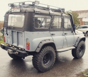 UAZ 469B/ HUNTER nadkola zewnętrzne LAPTER bez wycięcia (UAZ HUNTER wheel arches from LAPTER without body cut)